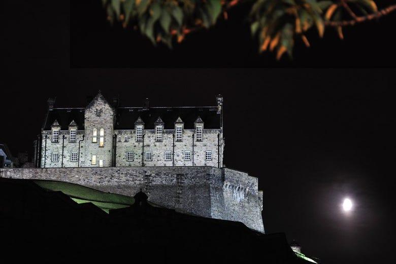 Castillo de Edimburgo al anochecer
