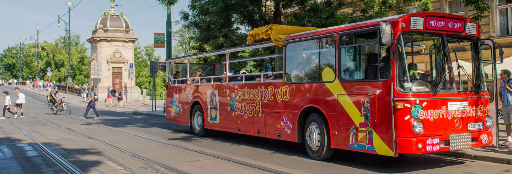 Ônibus turístico de Praga
