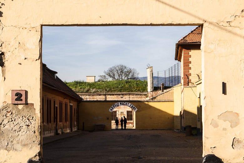 ,Visita Campo de Concentración Tezerín