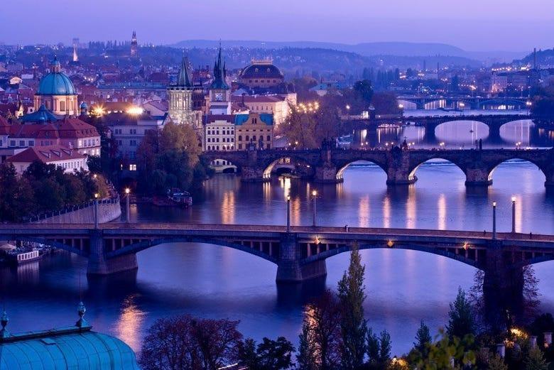 Moldava e ponti illuminati