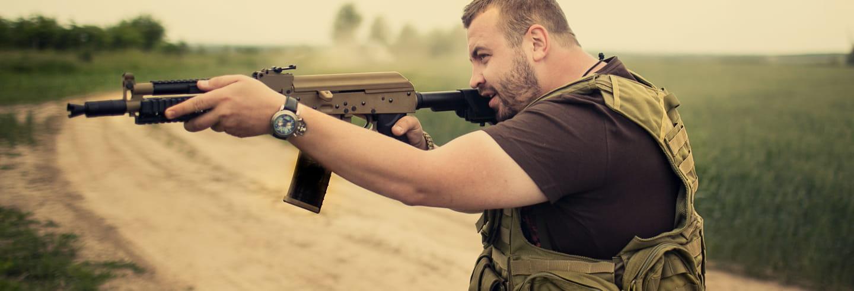 Práticas de tiro com armas russas