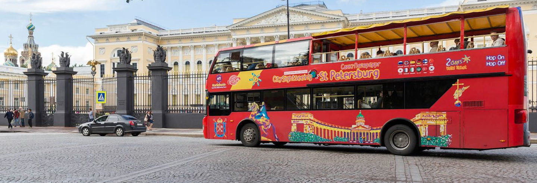 Autobús y barco turístico de San Petersburgo