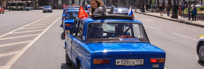 Tour di San Petersburgo su un'auto sovietica