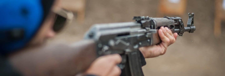 Prática de tiro com armas russas