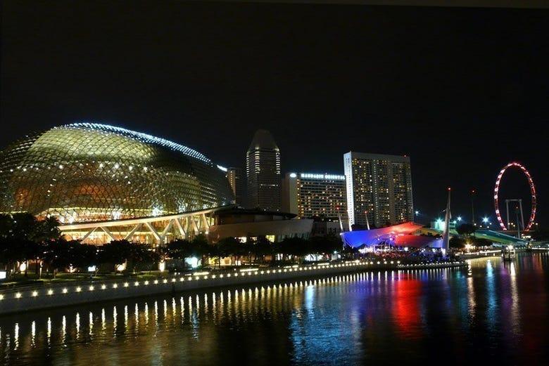 Teatro Esplanade y Noria Singapore Flyer