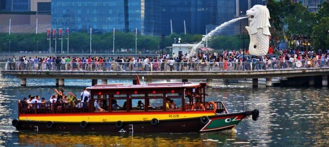 Paseo en barco por Singapur