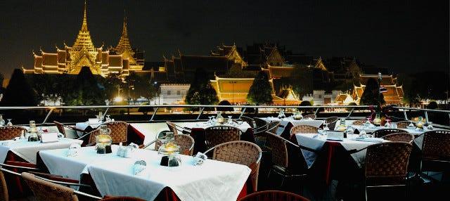 Cruzeiro de luxo pelo rio Chao Phraya