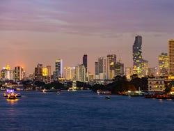 Cena al anochecer en Bangkok