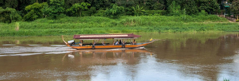 Passeio de barco pelo rio Mae Ping