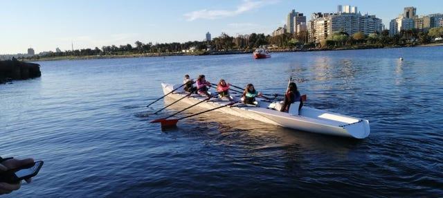 Tour en bote de remo por Montevideo