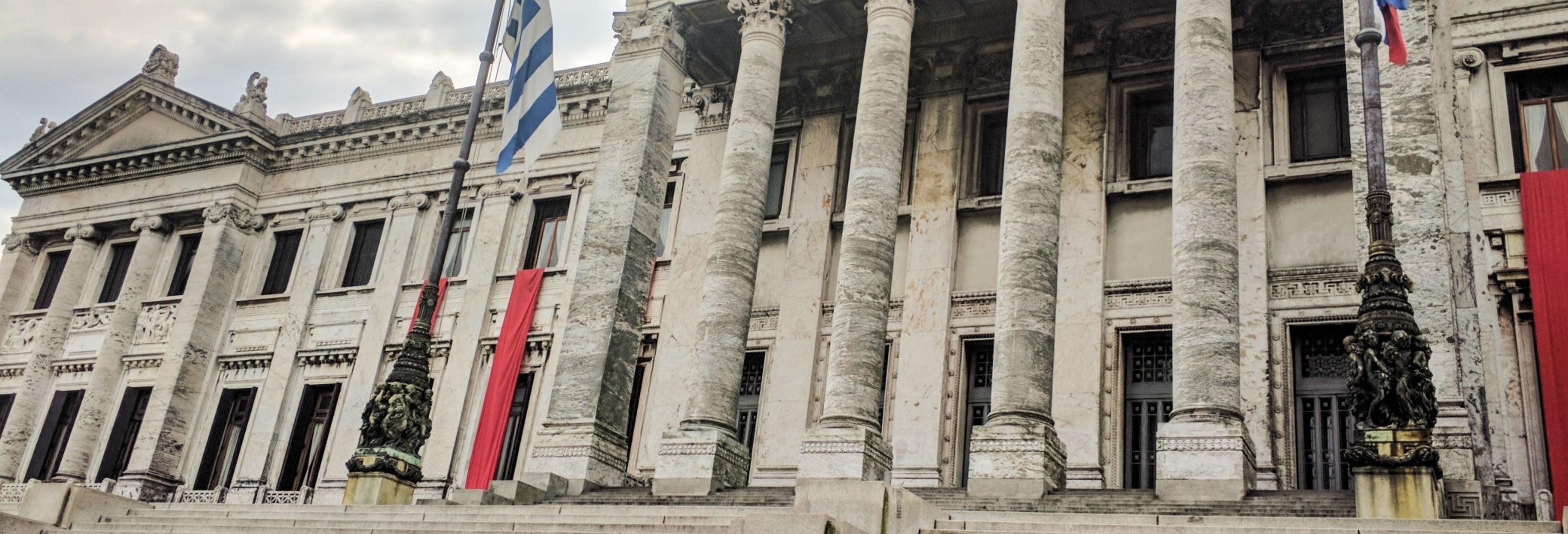 Tour por el Palacio Legislativo y el Mercado Agrícola