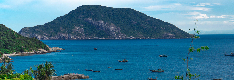 Excursión a la isla Cham en lancha rápida