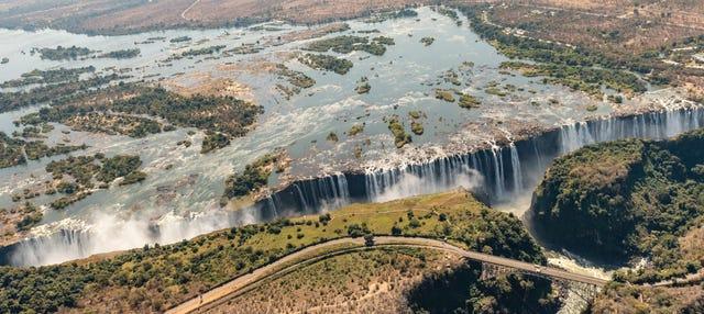 Senderismo y tirolina en las cataratas Victoria